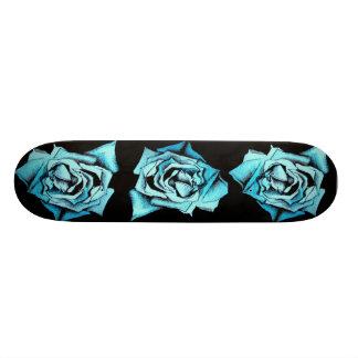 Monopatín color de rosa azul