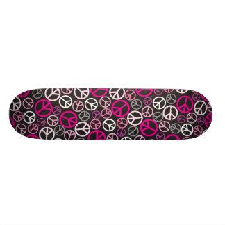 Monopatín colorido de los signos de la paz - rosa/ tablas de skate