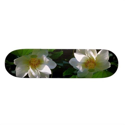 Monopatín con la flor de Lotus blanco delicada Patines Personalizados