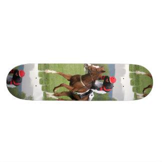 Monopatín de la carrera de caballos del césped