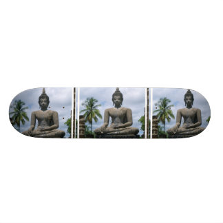 Monopatín de la estatua de Buda
