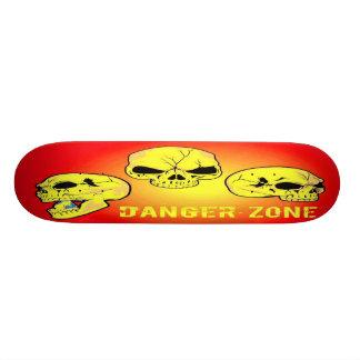 Monopatín del cráneo de la zona peligrosa