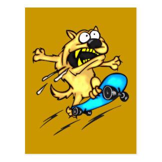 Monopatín del montar a caballo del perro tarjeta postal