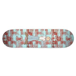 Monopatín del muchacho de ciudad tabla de patinar