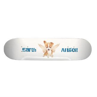 Monopatín del perro del ángel de la tierra