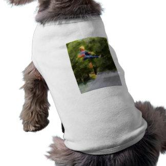 Monopatín en una rampa playera sin mangas para perro