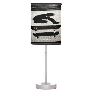 monopatín intercalado lámpara de mesa