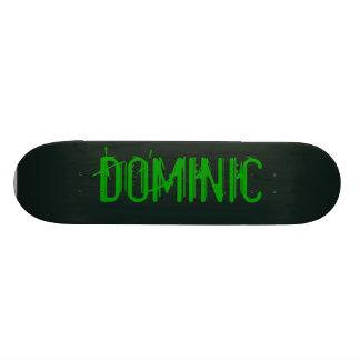 Monopatín negro y verde del monstruo patines