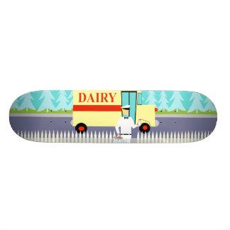 Monopatín retro del lechero de la pequeña ciudad tablas de skate