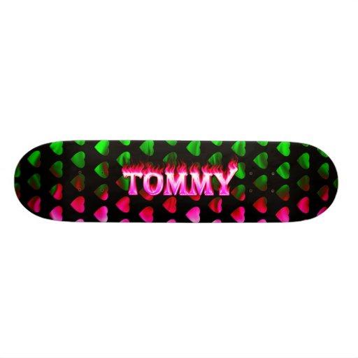 Monopatín rosado de Skatersollie del fuego de Tomm