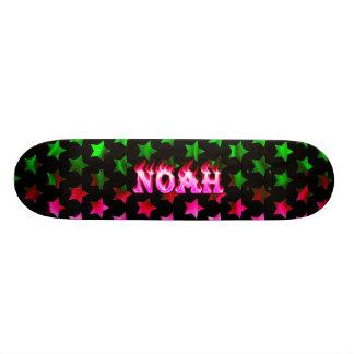 Monopatín rosado del fuego de Noah