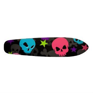 monopatín rosado y azul del cráneo patineta personalizada