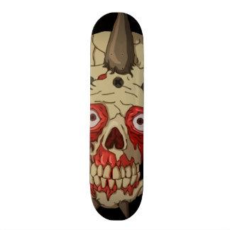 Monopatín sangriento del cráneo skateboard