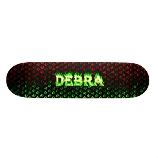 Monopatín verde de Skatersollie del fuego de Debra