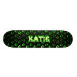 Monopatín verde de Skatersollie del fuego de Katie
