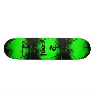 Monopatín verde fresco 2 patinetas personalizadas