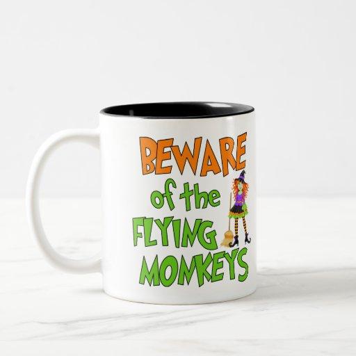 Monos divertidos del vuelo de Halloween Taza Dos Tonos
