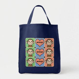 Monos lindos del clip art del dibujo animado con bolsa tela para la compra
