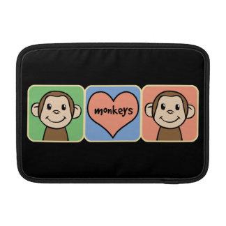 Monos lindos del clip art del dibujo animado con fundas macbook air
