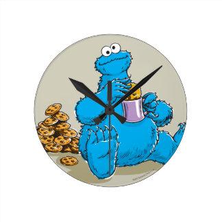 Monstruo de la galleta del vintage que come las reloj redondo mediano