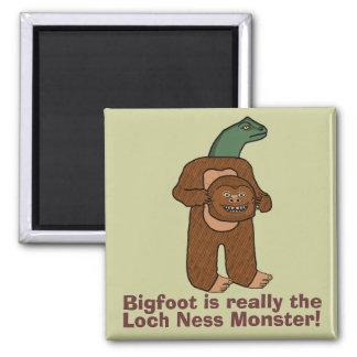 Monstruo divertido de Bigfoot Loch Ness Imán Cuadrado