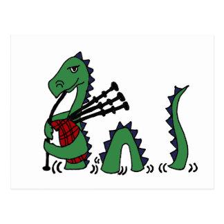 Monstruo divertido de Loch Ness que toca las gaita