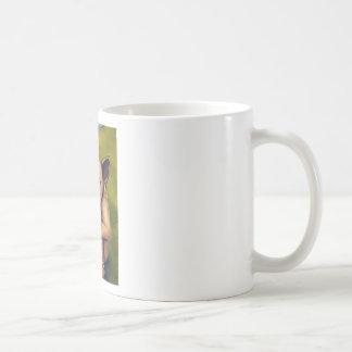 Monstruo en un correo taza de café