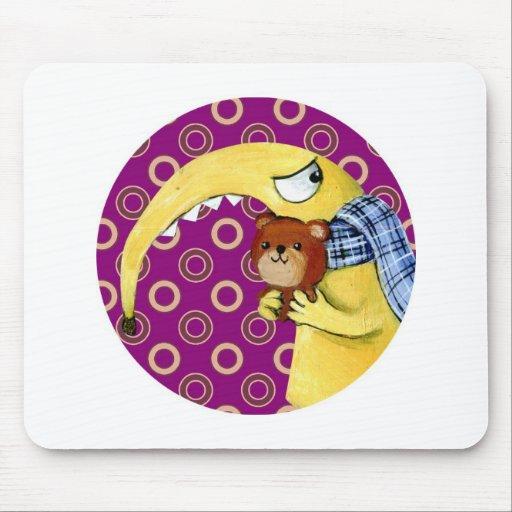 Monstruo enojado amarillo con el oso de peluche tapetes de raton
