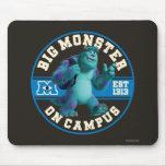 Monstruo grande en campus tapete de ratones