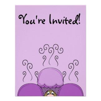 Monstruo lindo con las magdalenas heladas púrpura comunicado