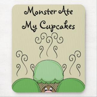 Monstruo lindo con verde y magdalenas heladas amar alfombrillas de raton
