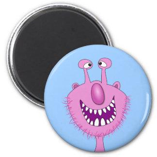 Monstruo lindo rosado sonriente con la barba imán redondo 5 cm