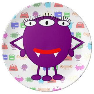 Monstruo púrpura lindo del dibujo animado platos de cerámica