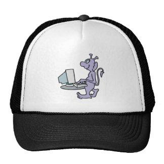 monstruo púrpura tonto del extranjero del ordenado gorra