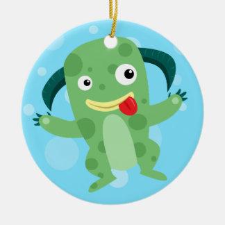 Monstruo verde tonto del dibujo animado adorno navideño redondo de cerámica