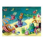 Monstruos en la playa tarjeta postal