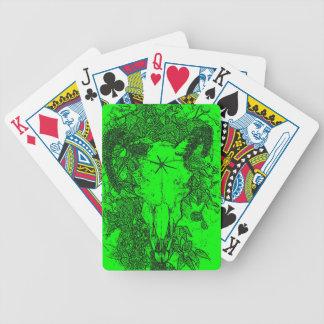 Montado picó bosquejo del lápiz en verde barajas de cartas