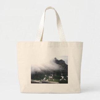 Montaña brumosa bolsa tela grande