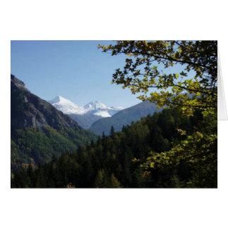 Montaña coronada de nieve escénica tarjeta de felicitación