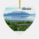 Montaña de Alaska a lo largo del brazo de Ornamentos Para Reyes Magos