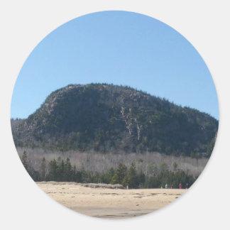 Montaña de la colmena de la abeja de Habor de la Pegatina Redonda