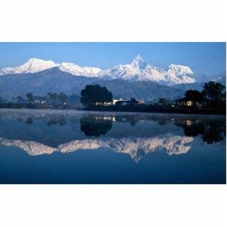 Montaña de la espina de pescado que refleja en el  fotoescultura vertical