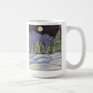 Montaña de la nieve de los árboles de la luna de taza clásica