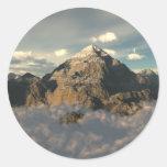 Montaña de la nube pegatina redonda