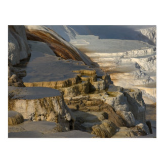 Montaña de la terraza en Mammoth Hot Springs Postal
