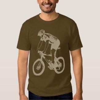 Montaña de MTB Biking la silueta a solas, diseño Playeras