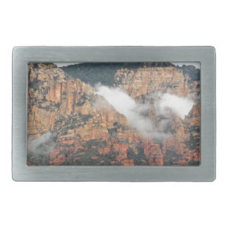 Montaña de Sedona con las nubes Hebillas Cinturon Rectangulares
