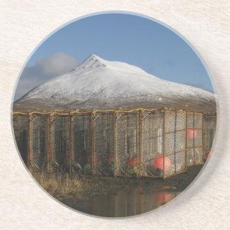 Montaña del Ballyhoo detrás de los potes de cangre Posavasos Personalizados