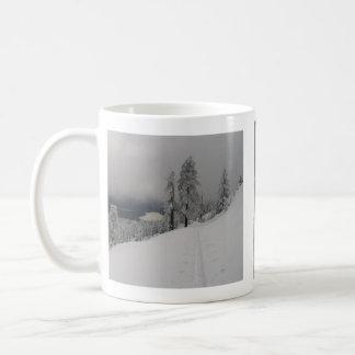 Montaña del casco taza de café