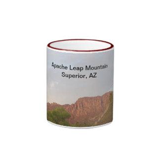 Montaña del salto de Apache, superior, AZ Taza De Dos Colores